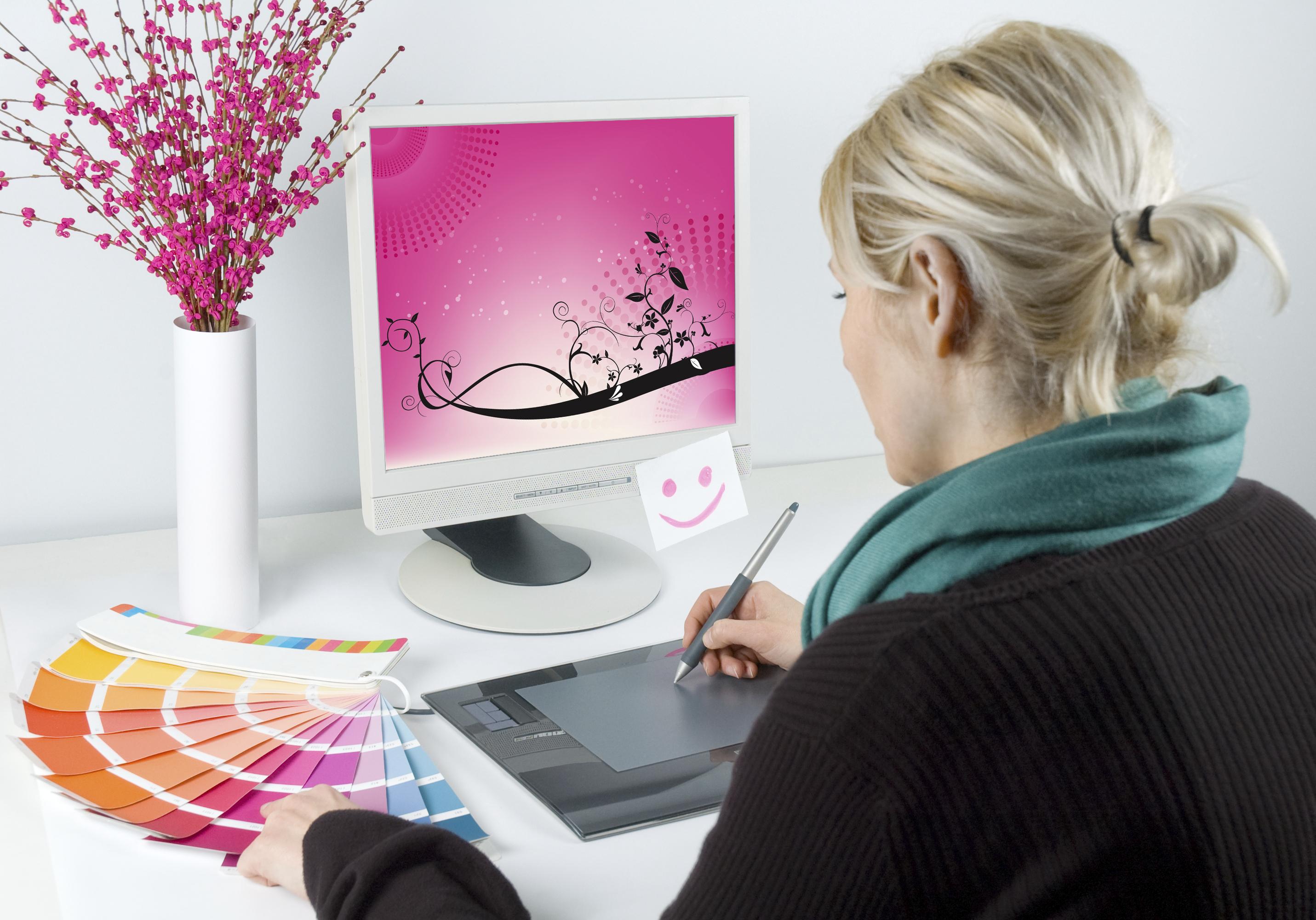Кто создает открытки профессия